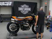 Zondagmorgenfilm: Ff een Harley-Davidson XG750R in elkaar zetten