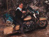 Met je Harley-Davidson Road King de jungle van Tasmanië in
