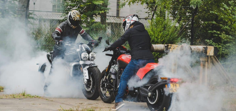 Dubbeltest Harley-Davidson FXDR 114 vs. Triumph Rocket 3R