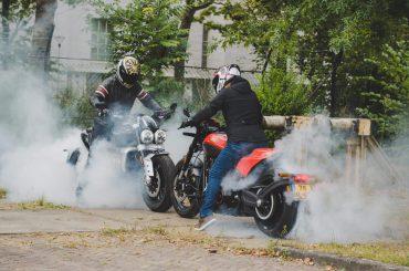 Dubbeltest Harley-Davidson FXDR 114 vs. Triumph Rocket 3R: Straatracers