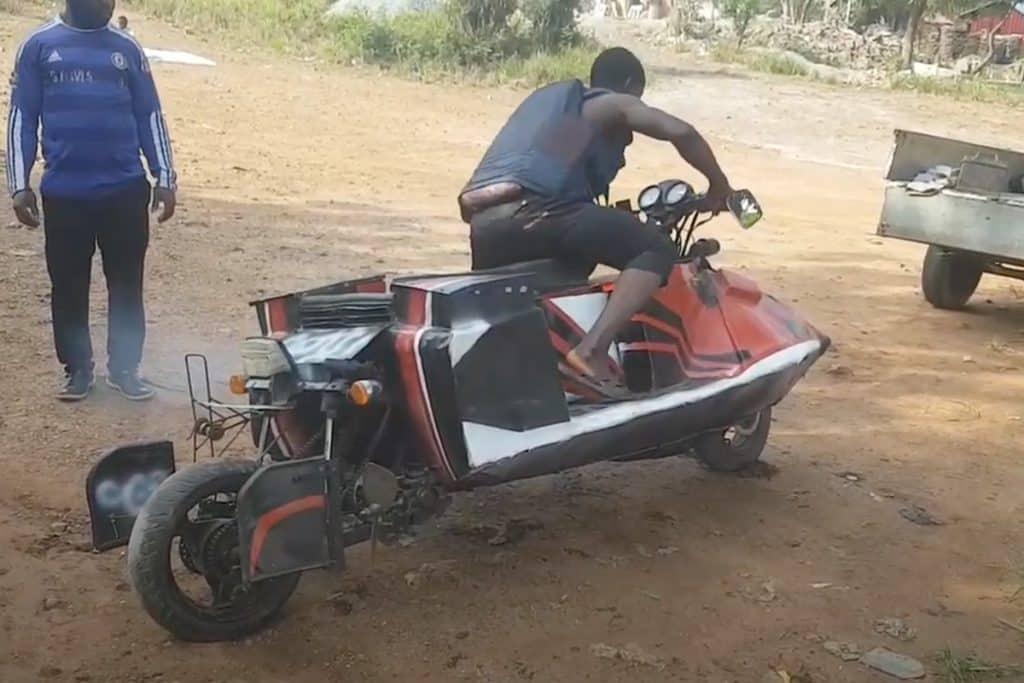 drijvende motorfiets