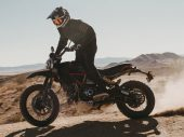 Exclusieve Ducati Desert Sled Fasthouse viert overwinning Mint 400