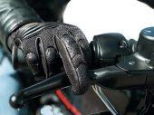 Spanje verplicht motorrijders handschoenen te dragen