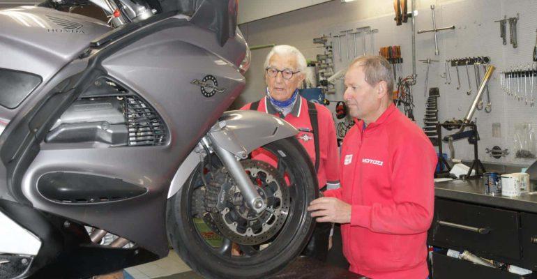 400e Marathonmotor: Honda ST1300A Pan European