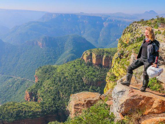 Itchy Boots: Een geoloog op de motor