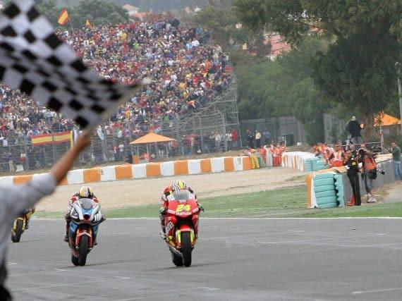Spannende finishes in de MotoGP
