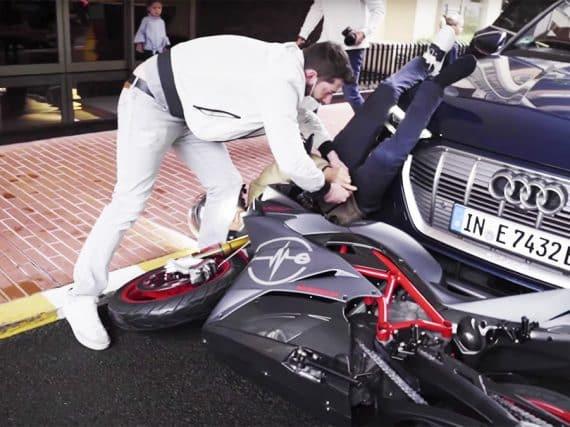 Nico Rosberg crasht zijn Energica in Monaco