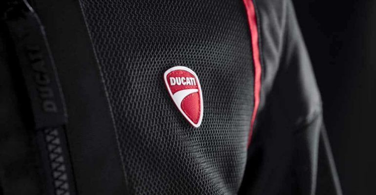 De ventilerende Ducati-jacks voor warme zomerritten