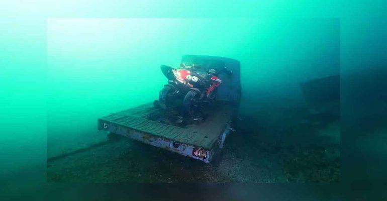 Duiker ontdekt motorschatten in het Comomeer