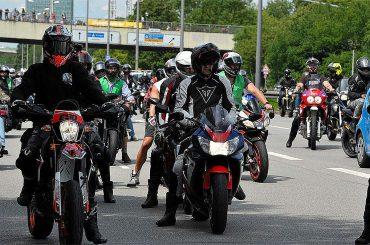 Duizenden Duitse motorrijders demonstreren tegen rijverboden