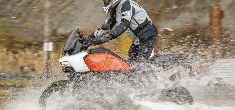 Gelamineerde motorkleding test