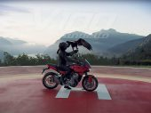 Moto Guzzi V100 Mandello met actieve aerodynamica