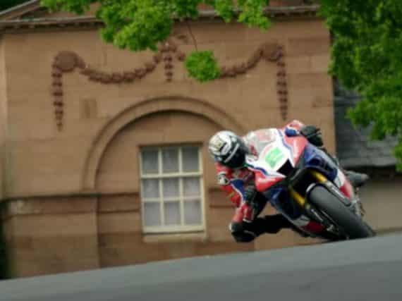 Zondagmorgenfilm: Honda CBR1000RR-R Fireblade SP vs. British Superbike