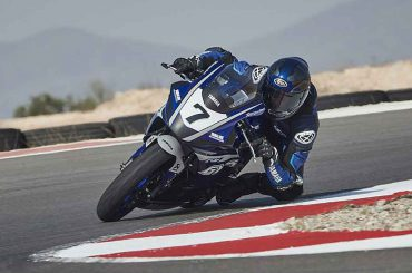 Yamaha start R7 Cup