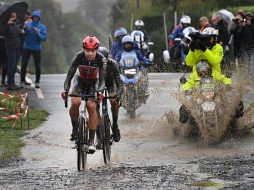 Niet alleen de wielrenners zijn helden in Parijs-Roubaix
